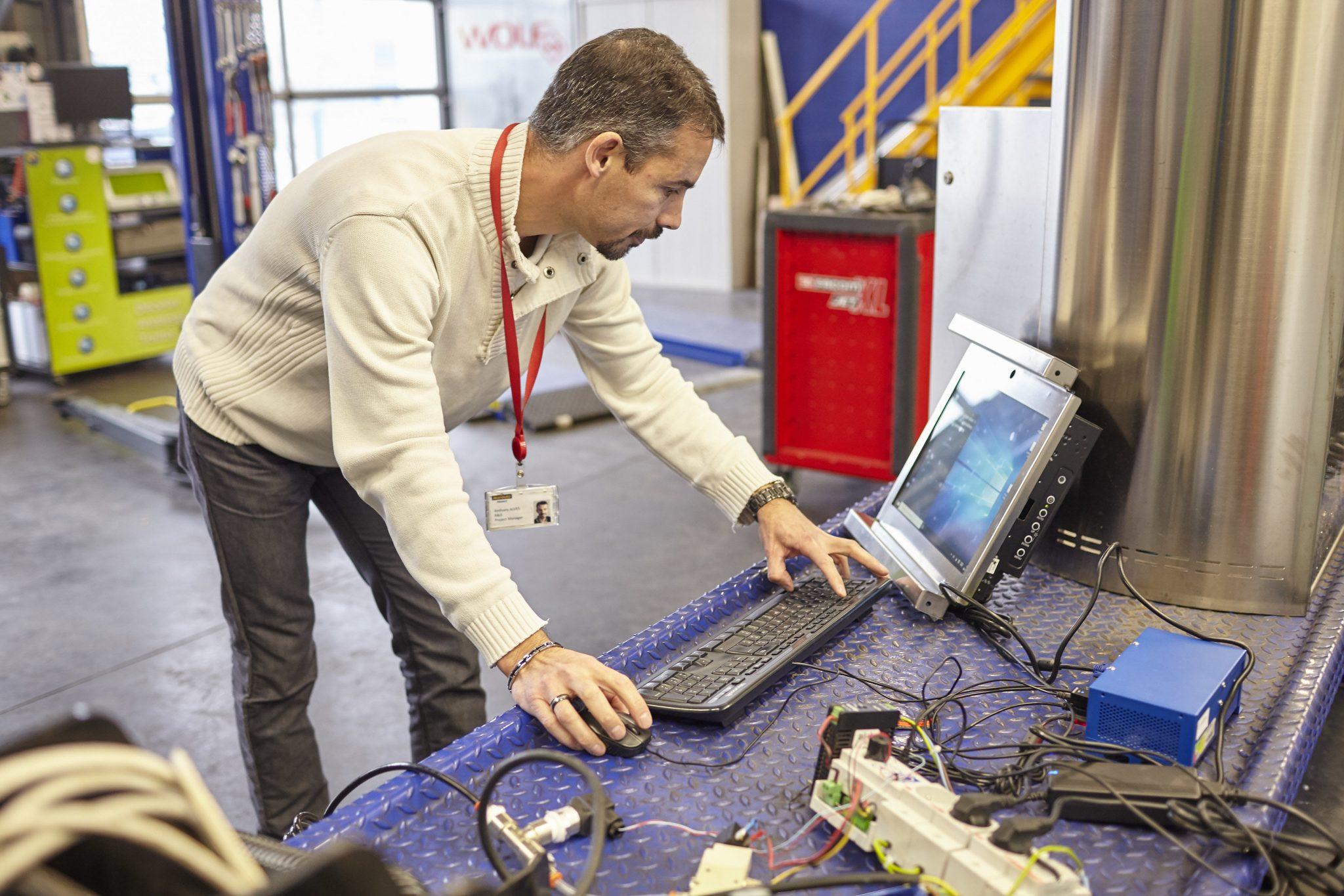Zoom sur le poste de Chef de Projets R&D Atelier avec Anthony